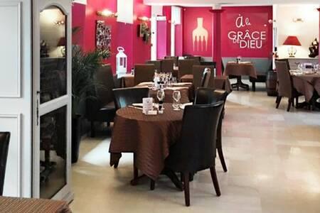 Hôtel Restaurant A La Grâce De Dieu, Salle de location Brie-Comte-Robert  #0