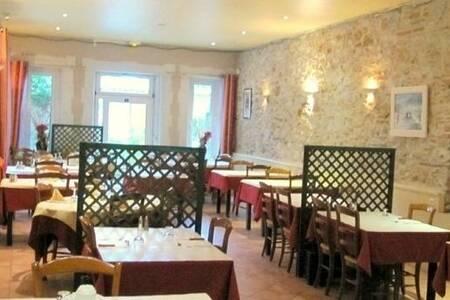 Hôtel-Restaurant De La Montagne Noire, Salle de location Dourgne  #0