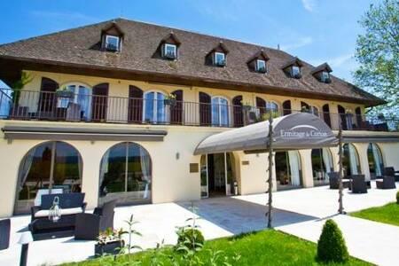 L'Ermitage De Corton, Restaurant Chorey-les-Beaune  #0