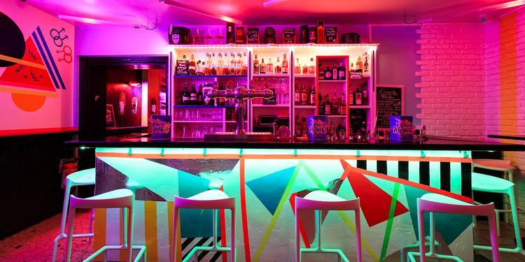 L'Absurde Imposture, Bar Paris Sacré-Coeur #1