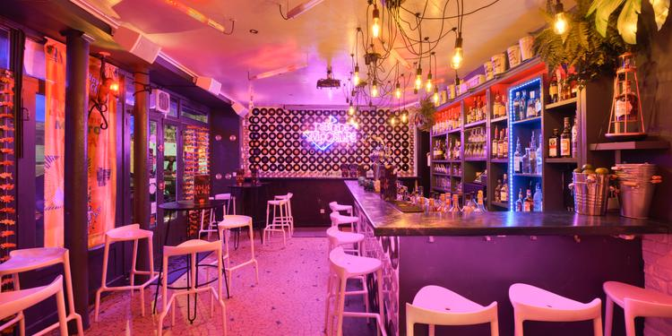 L'Absurde Imposture, Bar Paris Montmartre #0