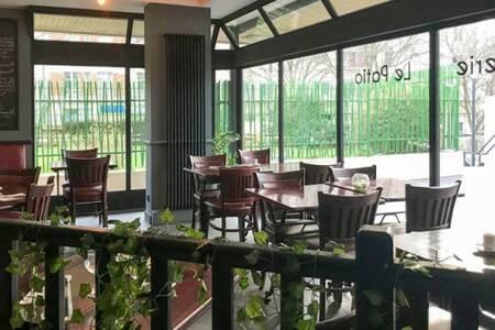 Le Patio, Restaurant Paris Place des Fêtes #0
