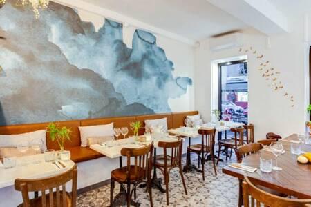 Les Agitateurs, Restaurant Nice Port #0