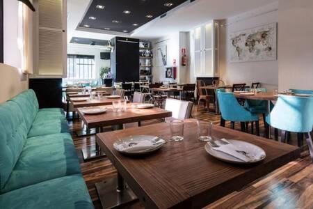 Queen San Modesto, Restaurante Madrid Fuencarral - El Pardo #0