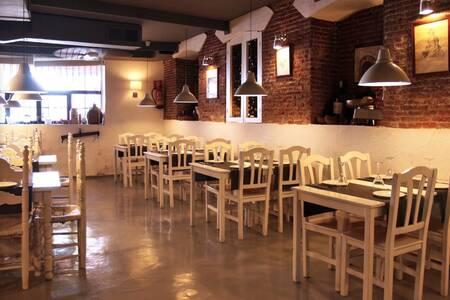 Taberna de los Austrias, Restaurante Madrid La Latina #0