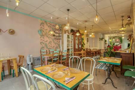 Sisters' Factory, Restaurant Paris Les Halles #0