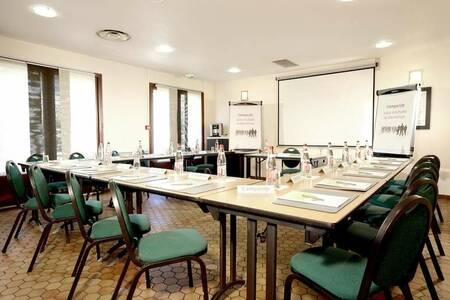 Hotel Campanile Marseille - La Penne, Salle de location La Penne-sur-Huveaune  #0