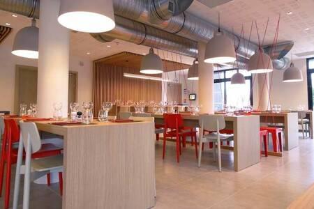 Ibis Budget Lorient Hennebont, Salle de location Hennebont  #0