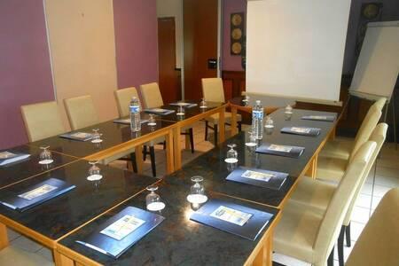 Brit Hotel Relais Du Vern, Salle de location Landivisiau  #0