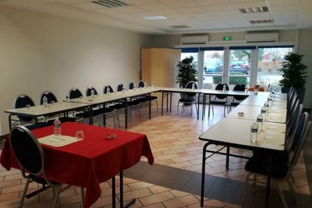 Auberge Des Moissons Hotel Restaurant, Salle de location Matougues  #0