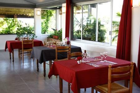 Hotel Des Cretes De Pignols, Salle de location Moissac  #0