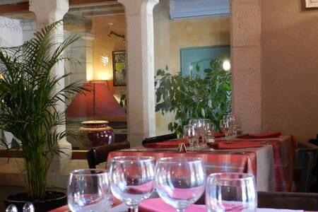 Aude Hôtel, Salle de location Vinassan  #0