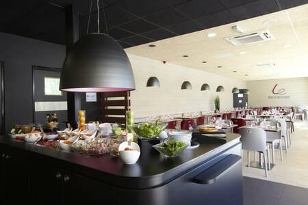 Campanile Voisins Le Bretonneux Hotel, Salle de location Boulogne-Billancourt  #0