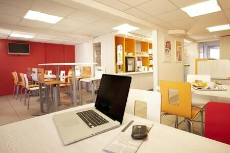 Première Classe Dijon Sud - Marsannay Hôtel, Salle de location Marsannay-la-Cote  #0