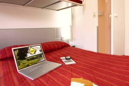 Premiere Classe Hotel Tarbes - Bastillac, Salle de location Tarbes  #0