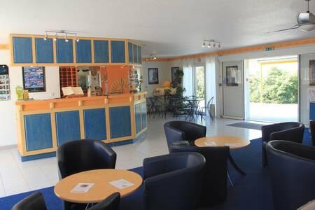 Saint Louis Hotel Et Restaurant, Salle de location Le Thor  #0