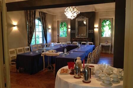 Le Fer A Cheval - Hotel 2 Etoiles, Salle de location Lons  #0