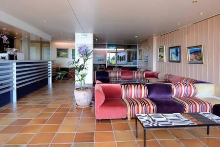 The Sun-Beach Hotel, Salle de location Ajaccio  #0