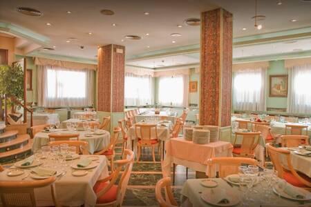Hotel Tibur, Sala de alquiler Zaragoza Casco Antiguo #0