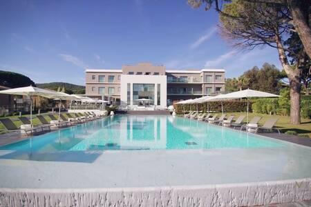 Kube Hotel - Saint Tropez, Salle de location Saint-Tropez  #0