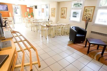 Premiere Classe Le Blanc Mesnil Hotel, Salle de location Mesnil-Saint-Pere  #0