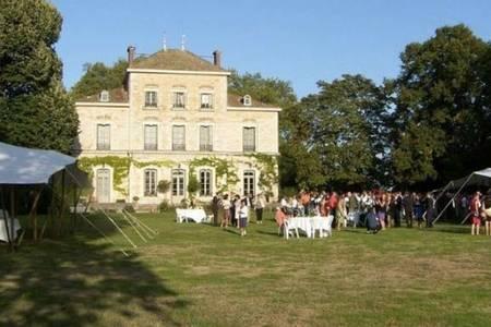 Le Chateau des Charmes, Salle de location Guéreins  #0