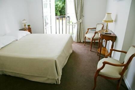 Hostellerie Du Royal Lieu, Salle de location Compiegne  #0