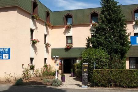 Comfort Hotel Cergy Pontoise, Salle de location Éragny  #0