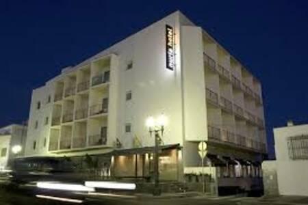Hotel Nuria, Sala de alquiler Tarragona Via augusta #0