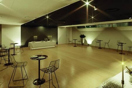 Gustave : salon principal & rez-de-Seine, Salle de location Paris Tour Eiffel #0