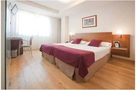 Hotel Longoria Plaza, Sala de alquiler Oviedo Calle Covadonga #0