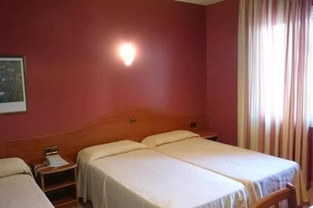 Athene Neos, Sala de alquiler Girona Lloret de Mar #0