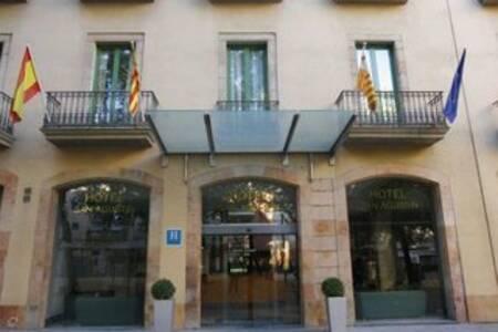 Sant Agusti, Sala de alquiler Barcelona  #0