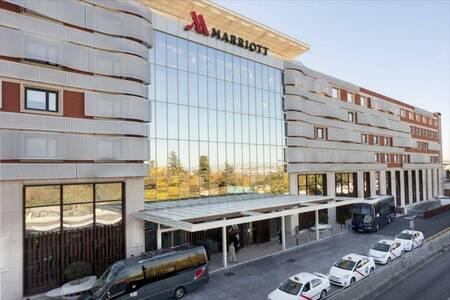 Madrid Marriott Auditorium Hotel & Conference Center, Sala de alquiler Madrid Madrid #0
