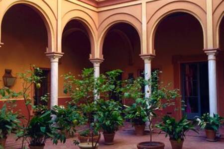 Casa de Carmona, Sala de alquiler Carmona Carmona #0