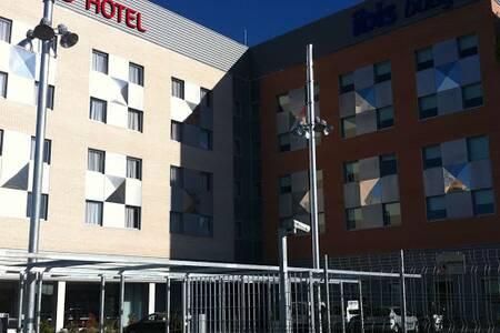 Hotel Ibis Lleida, Sala de alquiler Lleida Carrer Maria Montesori #0