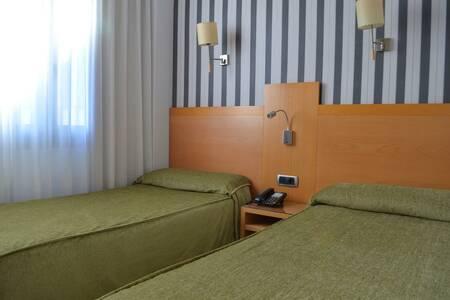 Hotel Lyon, Sala de alquiler Barcelona Carrer del General Castaños #0