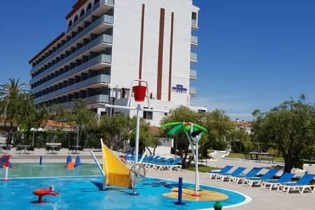 Hotel San Salvador, Sala de alquiler El Vendrell Carrer Llobregat #0