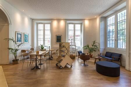 Away Hostel & Coffee Shop, Salle de location Lyon  #0