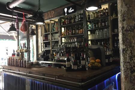 Le déclic, Bar Paris Nation #0