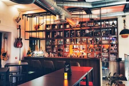 L'Octave, Bar Nice Carabacel #0