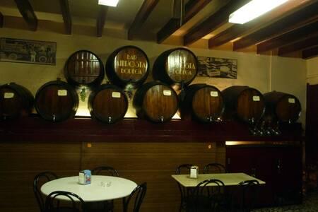 Bodega Amposta, Bar Barcelona La Font de la Guatlla #0