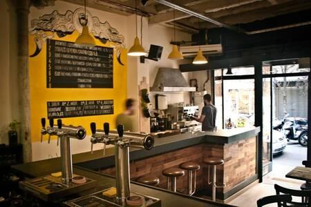 Chivuo's, Bar Barcelona Gràcia #0