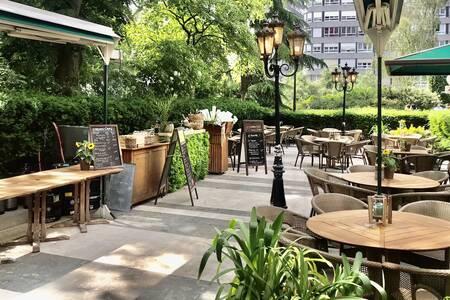 Garden Café, Restaurant Courbevoie Courbevoie #0