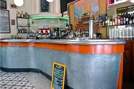 Longchamp Palace, Bar Marseille Cinq-Avenues #0