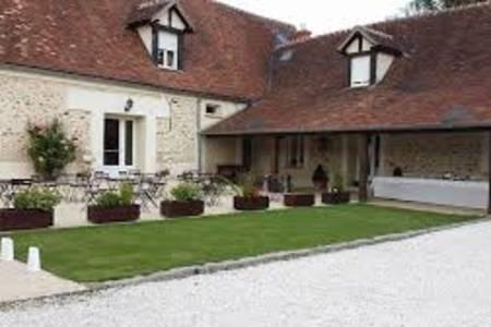 La Ferme de la Ronce, Salle de location La Houssaye-en-Brie  #0