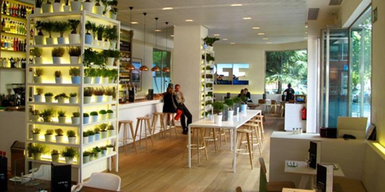 Lateral, Restaurante Madrid Paseo de la Castellana #4