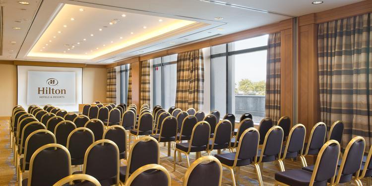 Hôtel Hilton Paris Charles de Gaulle - Europe AB, Salle de location Tremblay-en-France Roissy Charles de Gaulle #0