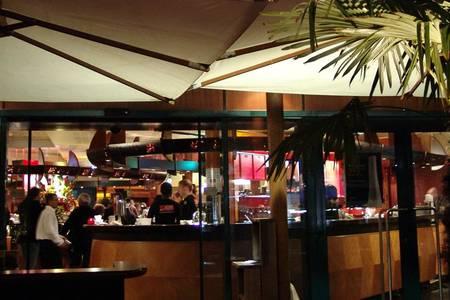 Globe Trotter Café, Restaurant Courbevoie  #0