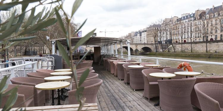 Monsieur Pélican : La Péniche, Bar Paris Hôtel de ville #0